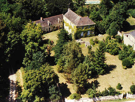 Aerial photograph of the property with the driveway on the left
